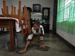Une jeune servante au travail (Crédit ph.: rfi.fr)